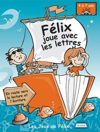 Félix joue avec les lettres