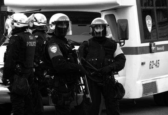 Sept étapes pour humaniser la police